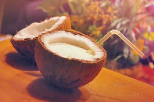 receita natural de cuidados com a pele usando coco